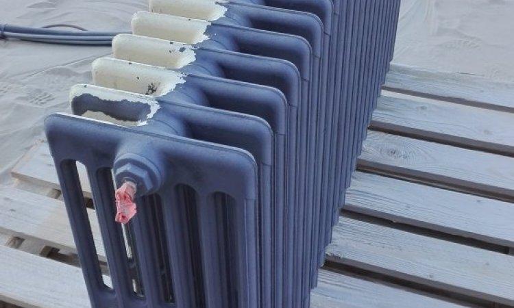 Radiateur en cours de sablage.