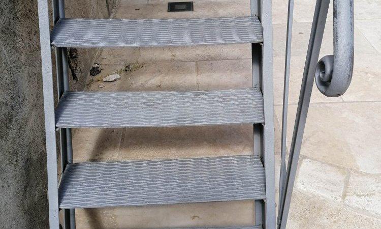 Escalier métallique après décapage